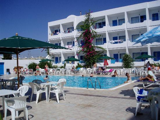 Hotel Les Citronniers: This is the pool of the citronniers hotel, so nice when it is very hot in the sun to just jump i
