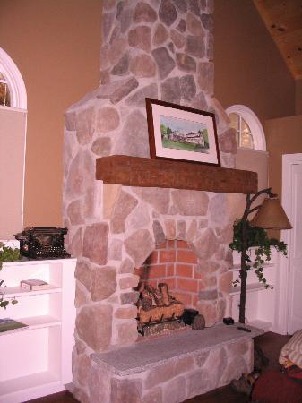 Sugar Hill Inn: Beautiful stone fireplace
