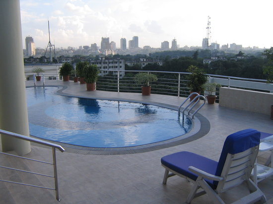 Lakeshore Hotel & Apartments : The view from the pool