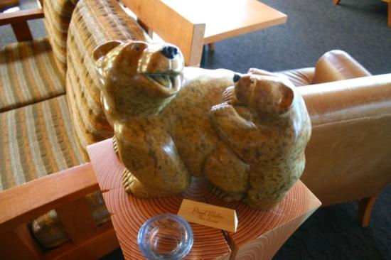 Wickaninnish Inn and The Pointe Restaurant: Cute soapstone carving in Pointe Restaurant