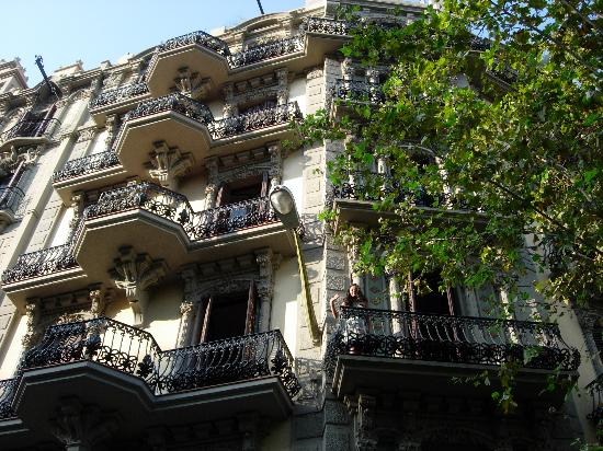 Suite Gaudi Barcelona: Building that our room was in