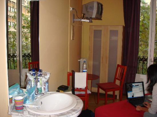 Suite Gaudi Barcelona : Our messy room
