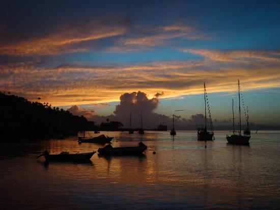 Savusavu Hot Springs Hotel: One of the spectacular sunsets in Savusavu.