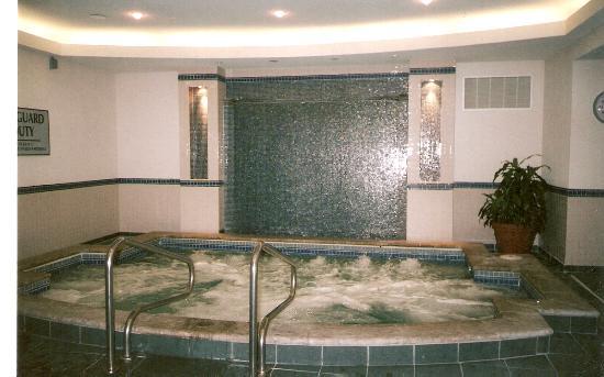 แมร์ริออทท์ ไนแองการ่าฟอลส์วิว โฮเต็ล & สปา: Hot tub at the Marriott