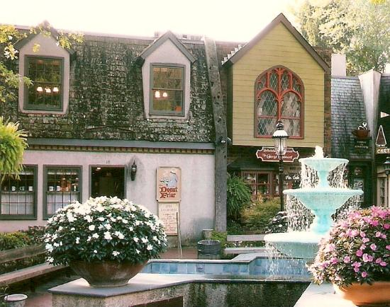 Front entrance to Donut Friar in The Village