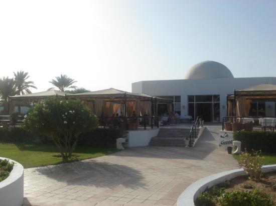 Djerba Plaza Hotel & Spa: La Sirene.  Good luck getting served.