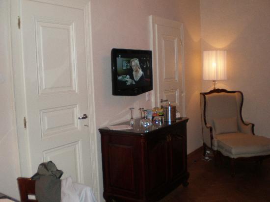 Savic Hotel: Flat Screen Tv