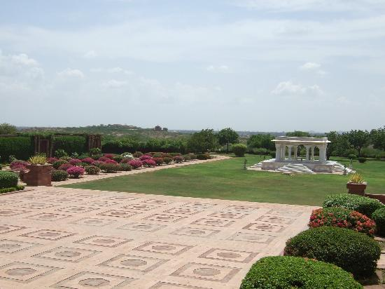 Umaid Bhawan Palace Jodhpur: The front gardens