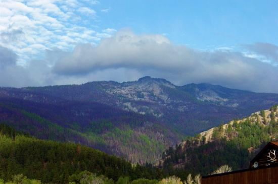 Trapper Peak Outfitters & Guest Lodge: Looking at the mountains from the lodge