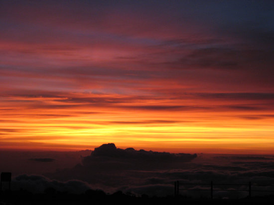 Hawaii Volcanoes National Park, ฮาวาย: Maui/Haleakala Sunset