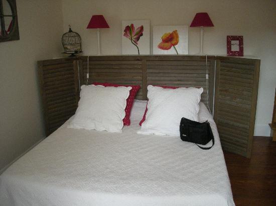 Domaine de la Corgette : The big comfy bed!