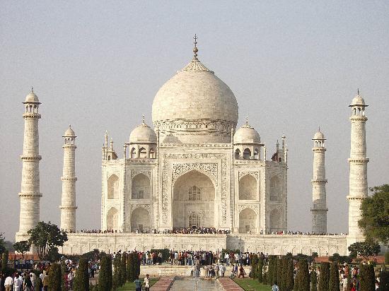 The Busy Taj Mahal, Full Of Visitors