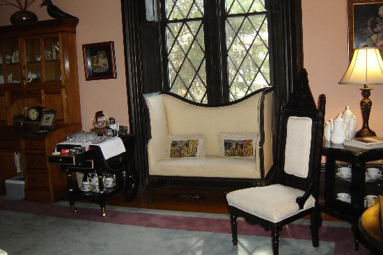 Inn at Woodhaven: Parlor room