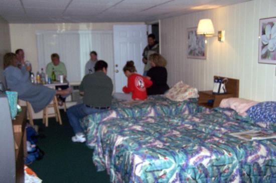Sea View Motel: room