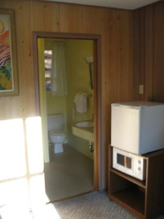 Red Hill Motel: Bathroom