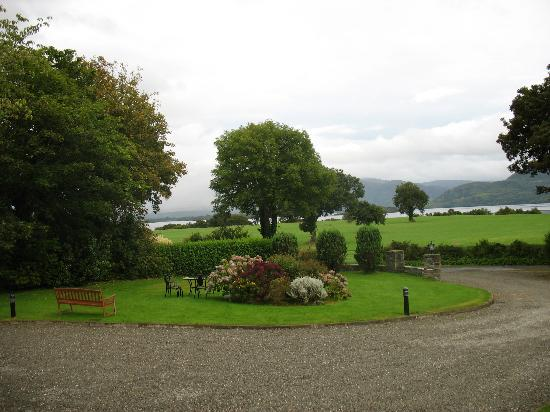 Loch Lein Country House: View from the front of Loch Lein House
