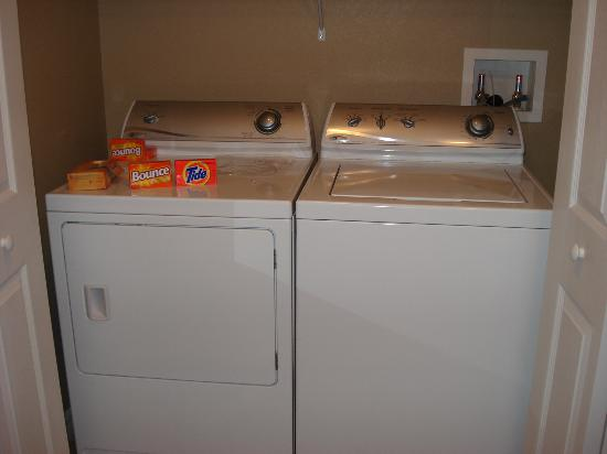 WorldQuest Orlando Resort: Full size washer & dryer (Tide and Bounce supplied)