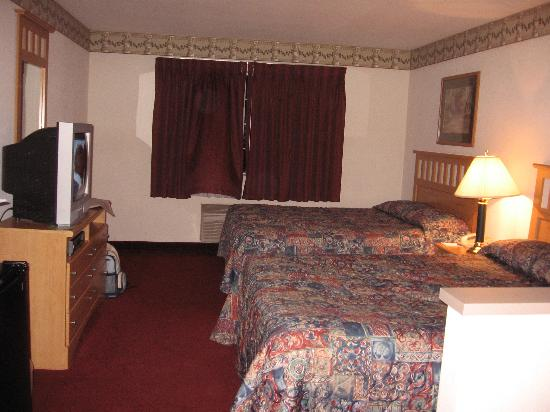 GuestHouse Inn & Suites Tumwater : double queen room