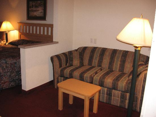 GuestHouse Inn & Suites Tumwater: dbl queen room sofabed
