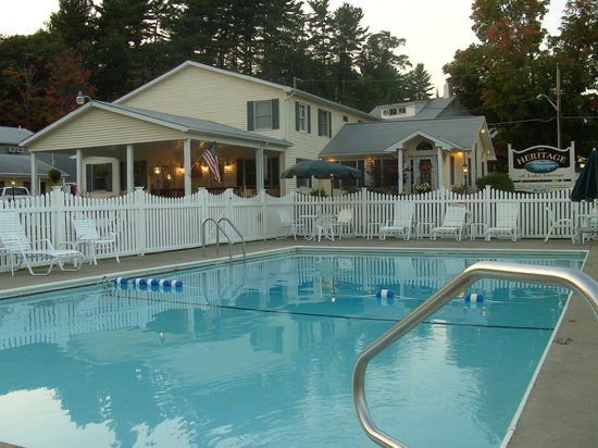 Heritage of Lake George Motel: pool area