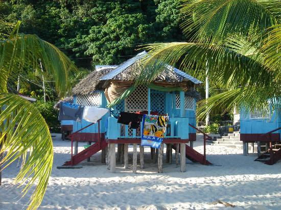 Litia Sini Beach Resort: Beach fale at Litia Sini.