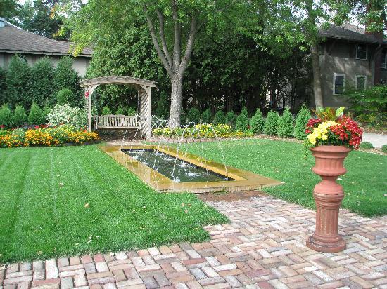William Sauntry Mansion: garden area