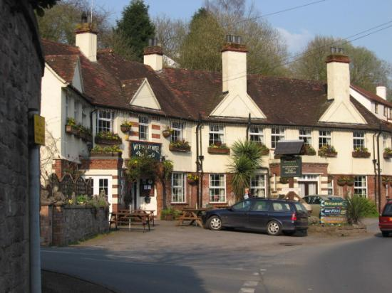 Wye Valley Hotel: outside the inn
