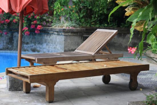 Ellie's: Pool deck
