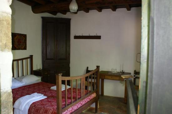 Milia Mountain Retreat: small room: bed, desk, wardrobe