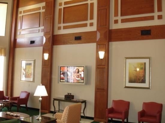 Courtyard Dallas Lewisville: Lobby