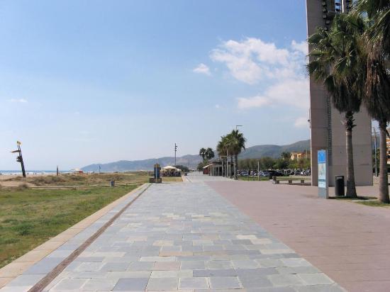 أبارتمنتوس توريستكوس رويال مارينا جاردنز: beach promenade
