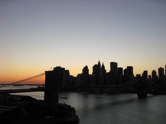 Brooklyn Bridge: At Night