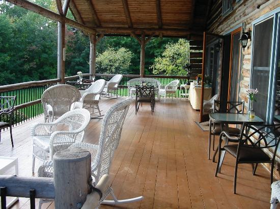 The Chalet of Canandaigua: Porch