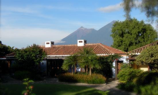 Quinta de las Flores : Garden wing rooms, with volcano towering above.