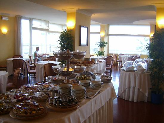 Sina Astor : Breakfast Buffet