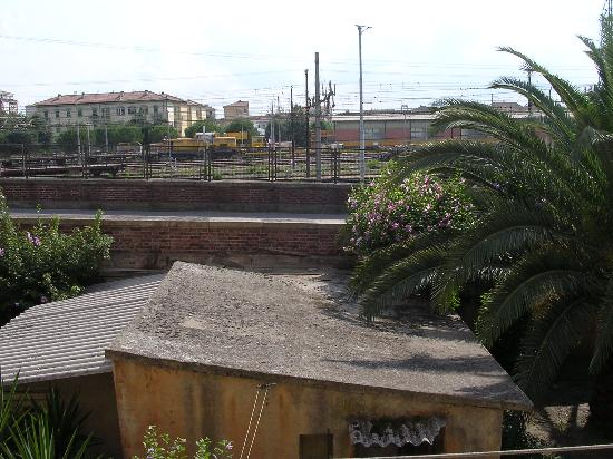 Hotel Moderno : View from french windows
