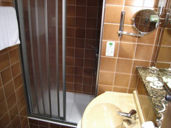 City Hotel Ost am Kö: Shower stall in bathroom