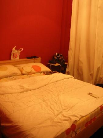 Bugis Backpackers Hostel: room