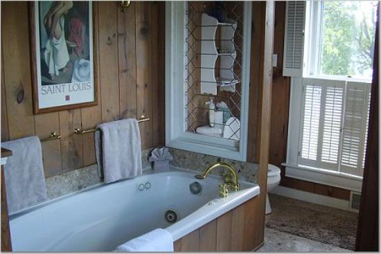 Harbor Hill Inn : The Bathroom