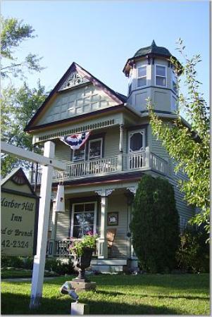 Harbor Hill Inn : Outside of B&B