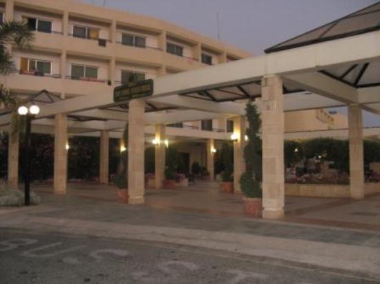Dome Beach Hotel & Resort: Entrée de l'hotel