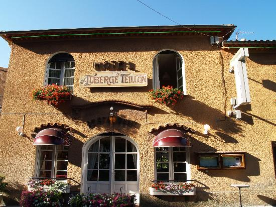 Auberge du Teillon: Another view from the front