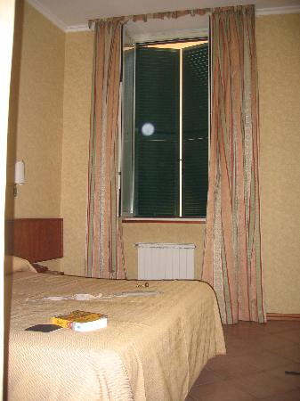 Hotel Pomezia: Our room