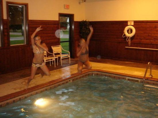Super 8 Blaine/Mpls/St. Paul Area: Fun in the pool :-)