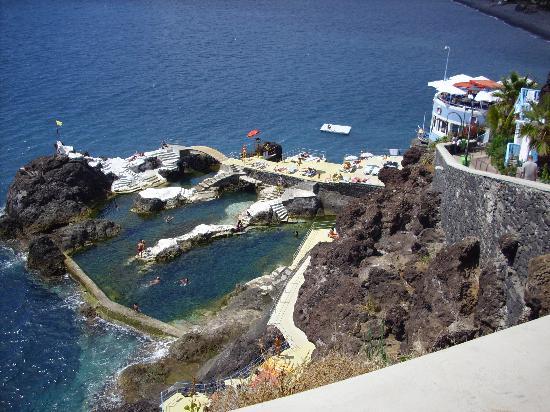 Restaurante en funchal con piscinas naturales y muy buena for Piscinas naturales en portugal