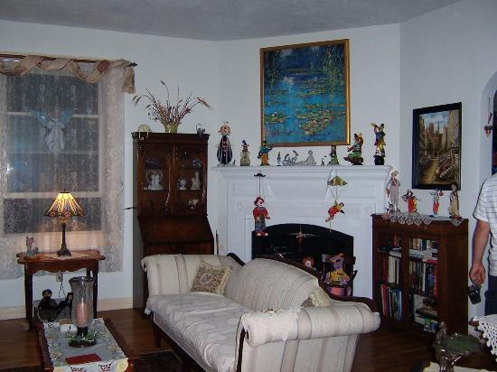 Armistead Cottage: Sitting room 1