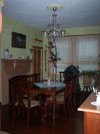Armistead Cottage: Breakfast room (dining room)
