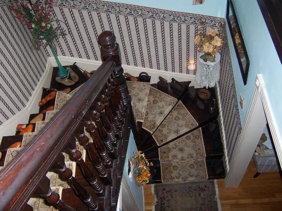 Armistead Cottage: stairs up