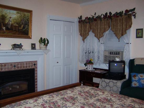 Armistead Cottage: bedroom
