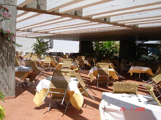 Hotel Costa Calero : lunchtime buffet restaurant